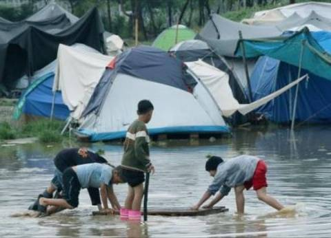 """أستراليا توافق على إغلاق مخيم للاجئين """"مثير للجدل"""""""
