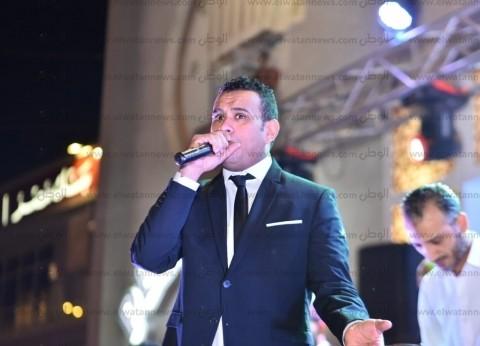 محمود الليثي يحيي حفل زفاف أحمد فهمي وهنا الزاهد