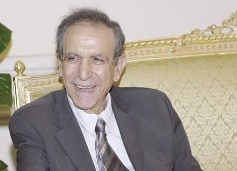 حسام عيسى: وجدت وزيراً يمنح مكافآت ضخمة لأشخاص دون أسباب