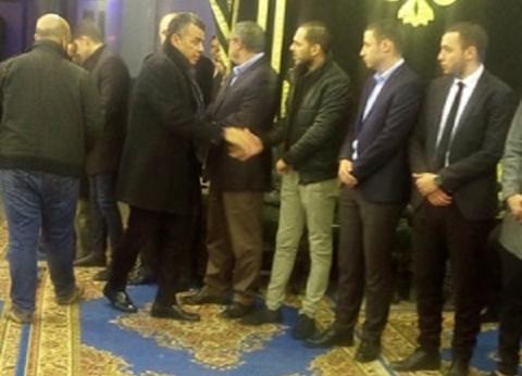 الدرندلي ومهند ومحسن يقدمون العزاء في رئيس قناة الأهلي بمسجد عمر مكرم