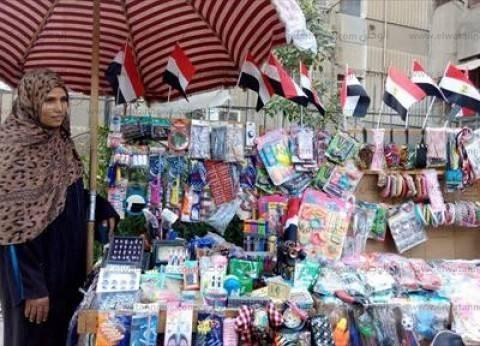"""على هامش الانتخابات.. وردة تبيع أعلام مصر: """"لأجل الانتخابات بعناها"""""""