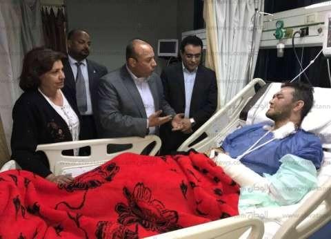 محافظ المنوفية يطمئن على الحالة الصحية لأحد المصابين بحادث الكنيسة