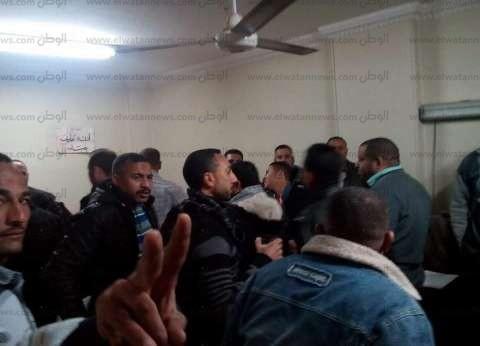 40 عاملا يحررون محضرا ضد صاحب قرية سياحية بالغردقة لعدم صرف مستحقاتهم