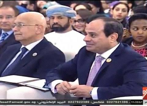 """السيسي: """"الرجالة في مصر بتتجوز وتسيب ولادها للست تربيهم"""""""