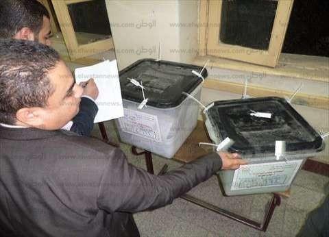 """القضاة يمنعون """"المرشحين"""" من حضور فرز الأصوات بلجنة في العياط"""