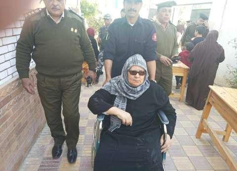نجل الحاجة زينب: محافظ الدقهلية تدخل لعلاج والدتي بمستشفى المنصورة