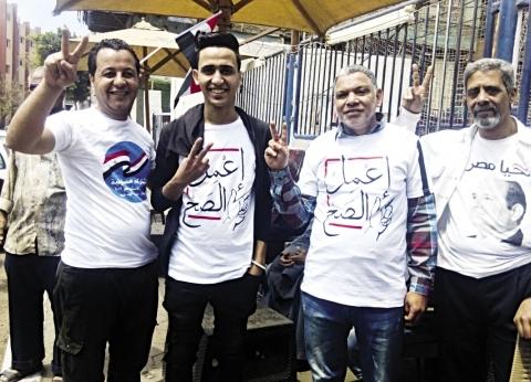 متطوعون فى خدمة المواطنين أمام اللجان: بنعمل الصح
