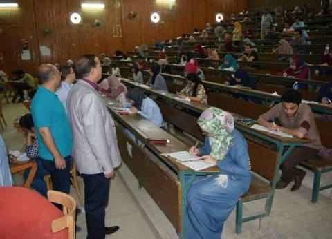 """رئيس جامعة سوهاج يتفقد امتحانات الفرقة الرابعة لـ""""طب بشري"""""""