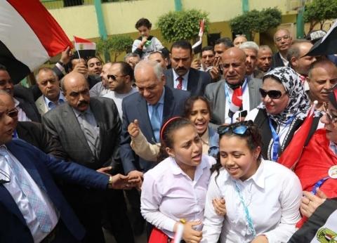 محافظ الجيزة يتفقدلجان الاستفتاء في العمرانية