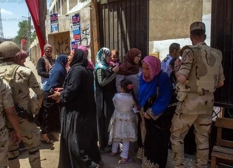 """""""ميكروباصات"""" بأحياء الفيوم لنقل المواطنين للجان الاستفتاء"""