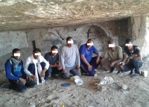 القبض على تشكيل عصابي بحوزته 484 قطعة أثرية في المنيا