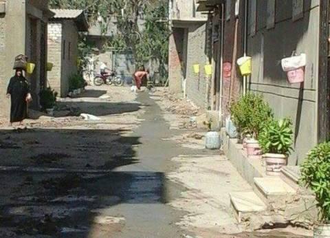 حملة لتطهير بالوعات المطر في كفر سعد بدمياط