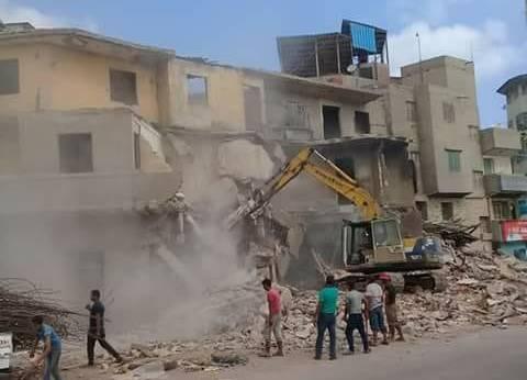 إزالة 7 عقارات بشارع الترعة الشرقاوية أمام شركة الأدوية في دمياط