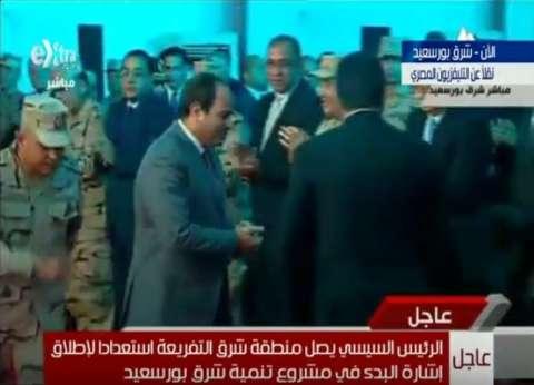 """السيسي يبدأ كلمته في احتفالية """"شرق بورسعيد"""" بالوقوف دقيقة حداد على أرواح الشهداء"""