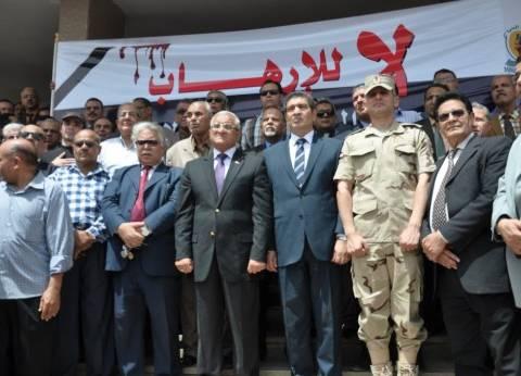 """""""رئيس جامعة المنيا"""" يتقدم وقفة تضامنية للتنديد بالتفجيرات"""
