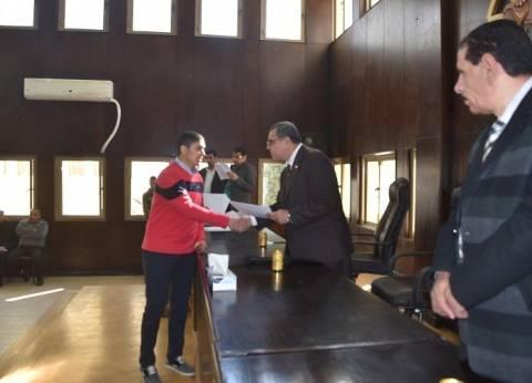 بالصور| محافظ الفيوم يكرّم المتفوقين من أبناء أعضاء اللجنة الرياضية بالمحافظة
