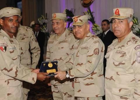 بالصور  صدقي صبحي يلتقي قوات حرس الحدود: أمن مصر القومي مهمة مقدسة لا تهاون فيها
