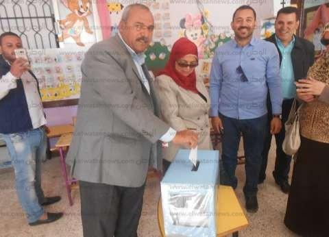 رئيس مدينة دهب يشهد نموذج محاكاة لانتخابات الرئاسة في مدرسة ابتدائية