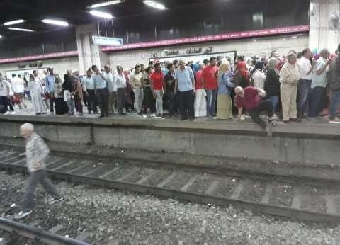 بالصور| زحام على أرصفة محطات الخط الأول لمترو الأنفاق بعد تعطله