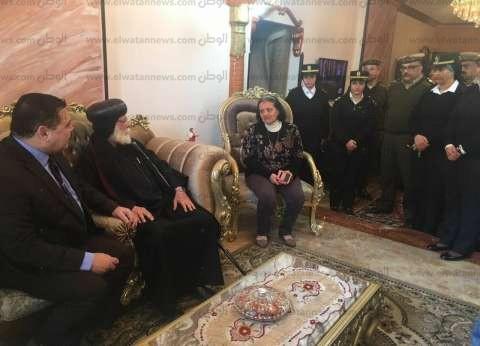 أسقف المنصورة ومدير أمن الدقهلية يزوران أسر العريش