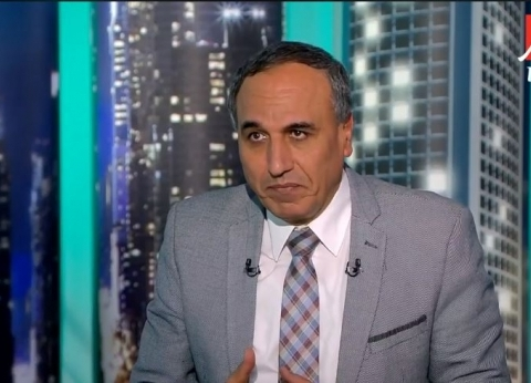 """""""سلامة"""" يعد صحفيي """"الوطني اليوم"""" ببحث مطالبهم مع ياسر رزق"""