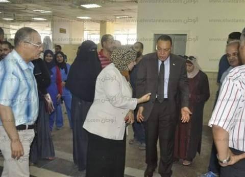 بالصور| رئيس جامعة قناة السويس في جولة مفاجئة للمستشفى الجامعي