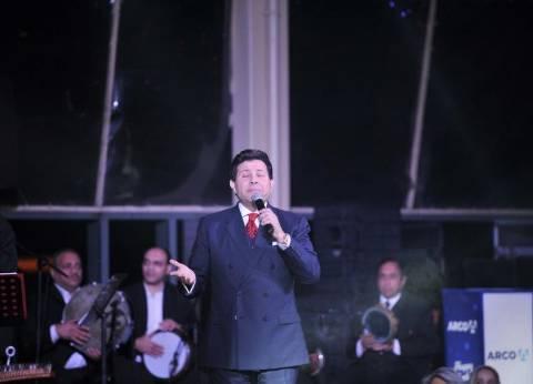هاني شاكر يعتذر لجمهوره ويعدهم بإقامة حفل غنائي قريبا