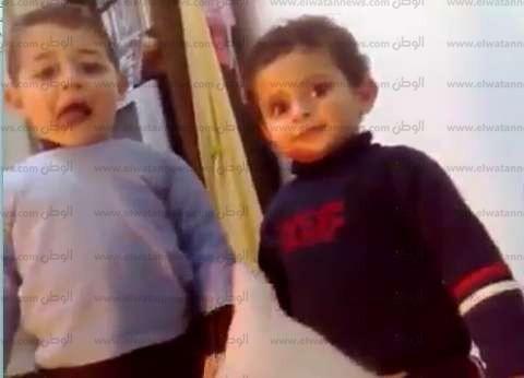 """مصدر: النيابة واجهت والد """"ريان ومحمد"""" بـ32 فيديو رصدتهم الكاميرات"""