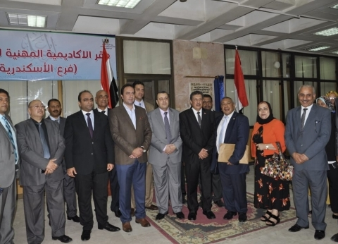 نائب وزير التعليم يعقد لقاء مع معلمي الإسكندرية لمناقشة مشكلاتهم