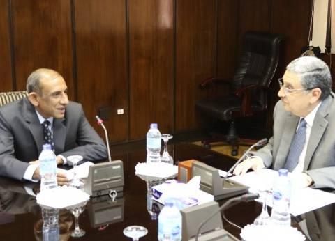تعاون بين وزارة الكهرباء والشركات الهندية في مجالات الطاقة الشمسية