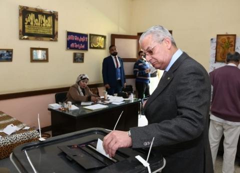 رئيس المقاولون العرب يدلي بصوته في الاستفتاء على التعديلات الدستورية