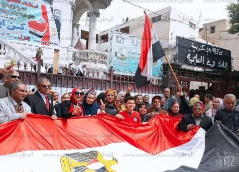 """""""تعليم وسط الإسكندرية"""" تنظم وقفة لحث المواطنين على المشاركة بالاستفتاء"""