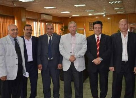محافظ الإسماعيلية ومستشار وزير التنمية يناقشان تطوير البرامج القيادية