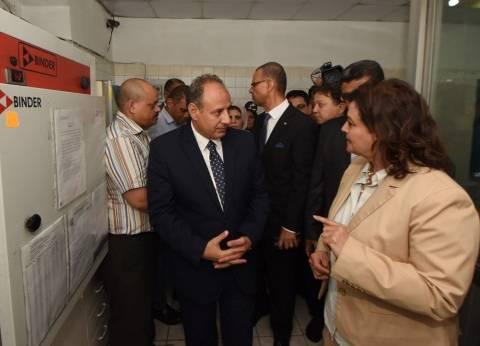 نائب وزير الزراعة تتفقد معامل بحوث صحة الأغذية بميناء الإسكندرية