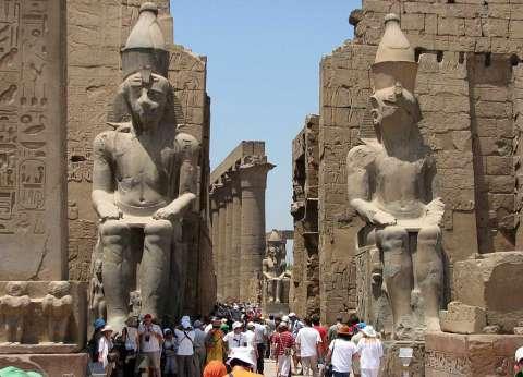 عاجل| السفارة المصرية في لندن تتسلم قطعة أثرية مسروقة من معبد الكرنك