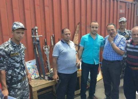 جمارك الإسكندرية تحبط محاولة تهريب مسدس وبندقية وأسحلة بيضاء