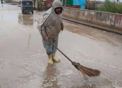 بالصور| سقوط أمطار غزيرة على سواحل دمياط وإغلاق بوغاز عزبة البرج