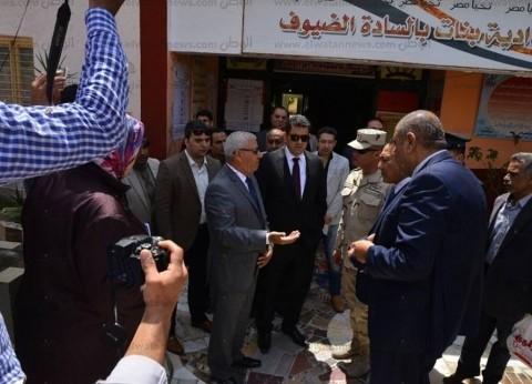 محافظ مطروح ومدير الأمن يتفقدان مقار لجان الاستفتاء