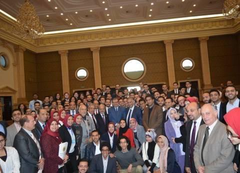 """""""سعفان"""" يلتقي 1500 من طلاب جامعة فاروس بالإسكندرية"""
