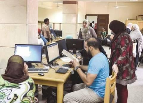 """نُص بيضحك والتاني زعلان.. """"بابا محمد"""" لما راح يجيب نتيجة ثانوية التوأم"""