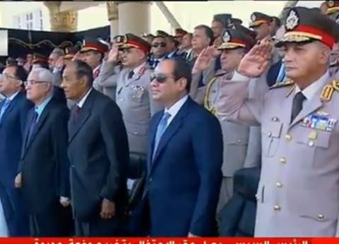 """قائد العرض العسكري يؤدي """"سلام سلاح"""" للشهداء استجابة للسيسي"""