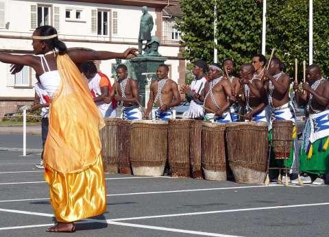 """على """"مسرح شباب العالم"""".. """"باليه رواندا"""" تجسد الثقافة الإفريقية"""
