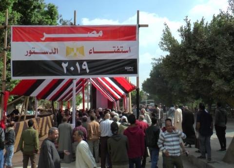 نائب رئيس جامعة الأزهر يدلي بصوته في الاستفتاء بمصر الجديدة