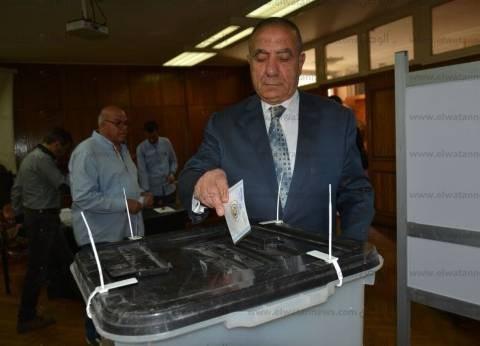 وزير التنمية المحلية يطمئن من المحافظين على سير الانتخابات الرئاسية