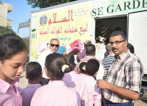 سيارات توزيع السكر المدعم تصطف أمام الإدارات التعليمية ومدارس الإسكندرية