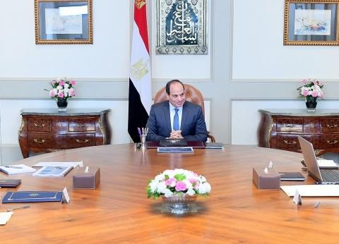 الرئيس السيسي يجتمع مع مدبولي ووزير الاتصالات وتكنولوجيا المعلومات