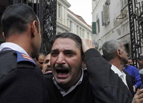 بالصور| 25 مشهدا من موقع تفجير الإسكندرية.. وانهيار أمين شرطة