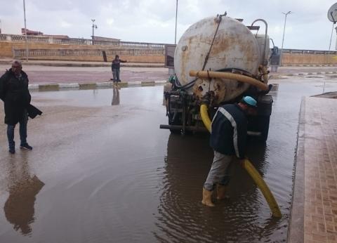 رفع آثار الأمطار من شوارع مدن وقرى القليوبية