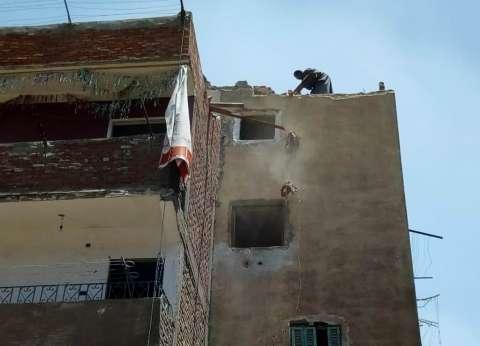 إخلاء عقار فى وسط الإسكندرية بعد تصدع جدرانه