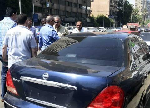 """سيارة تثير الذعر أمام لجنة """"مدرسة الفرغل"""" في أسيوط"""